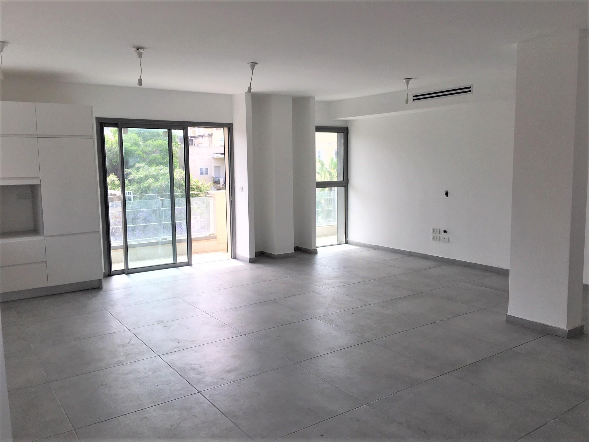 למכירה דירת 5 חדרים בלב העיר תל אביב 2