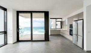 למכירה דירת 3 חדרים במגדל איכותי מול הים תל אביב, ישראל