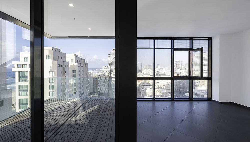 למכירה דירת 2 חדרים במגדל יוקרתי מול הים תל אביב