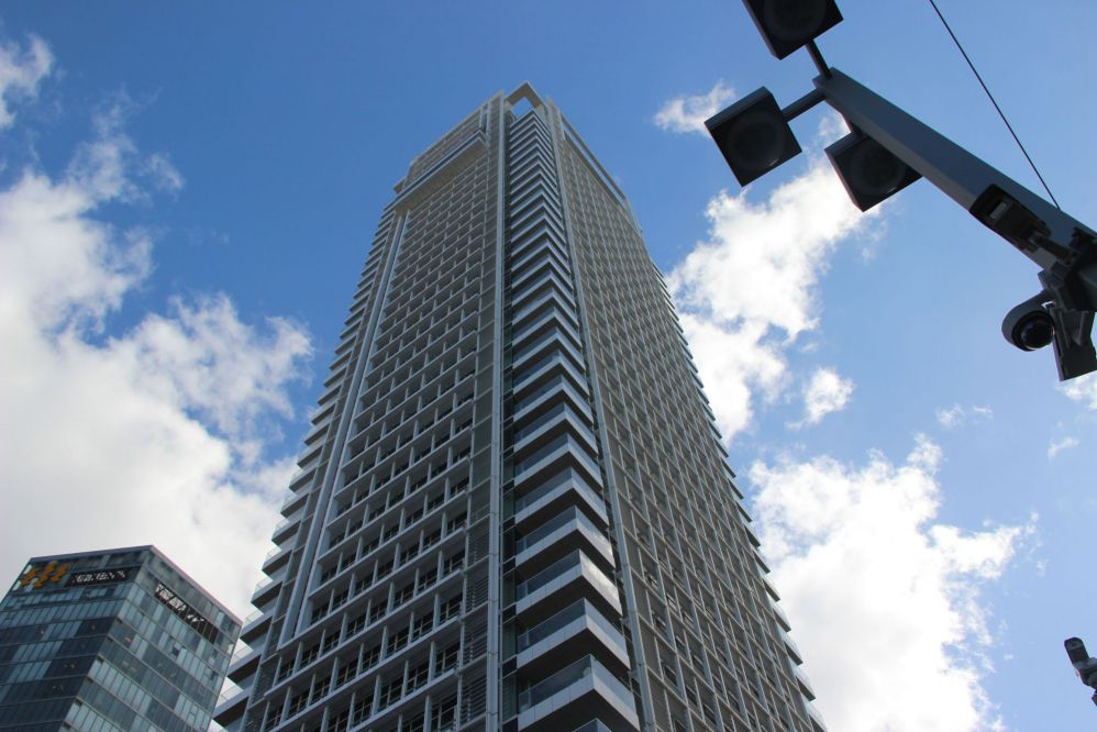 למכירה  דירת 2.5 חדרים  במגדל  ריצ'ארד מאייר על רוטשילד תל אביב יפו