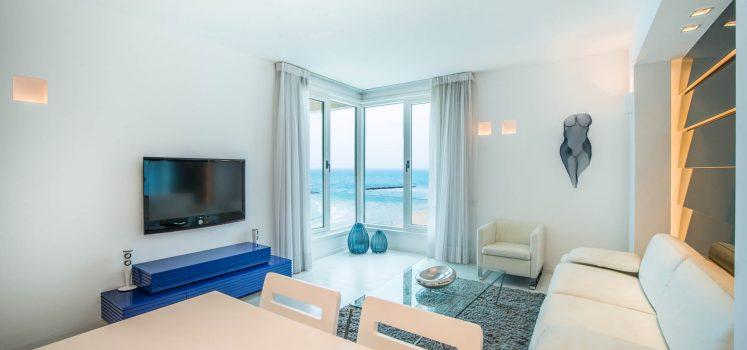 למכירה דירת 2 חדרים קו ראשון לים, תל אביב ישראל